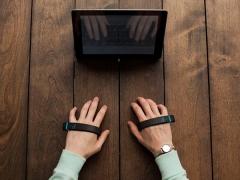 clavier-airtype-bracelet-connecte.jpg