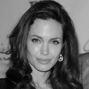 Angelina-Jolie_closer_star_large.jpg