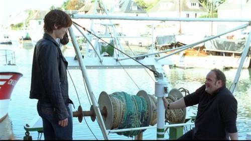 Angèle et Tony sont sur un bateau