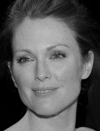julianne-moore-091608-450p.jpg